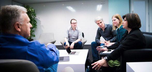Los-principales-ejecutivos-de-Apple-hablan-sobre-el-MacBook-Pro-2016.jpg